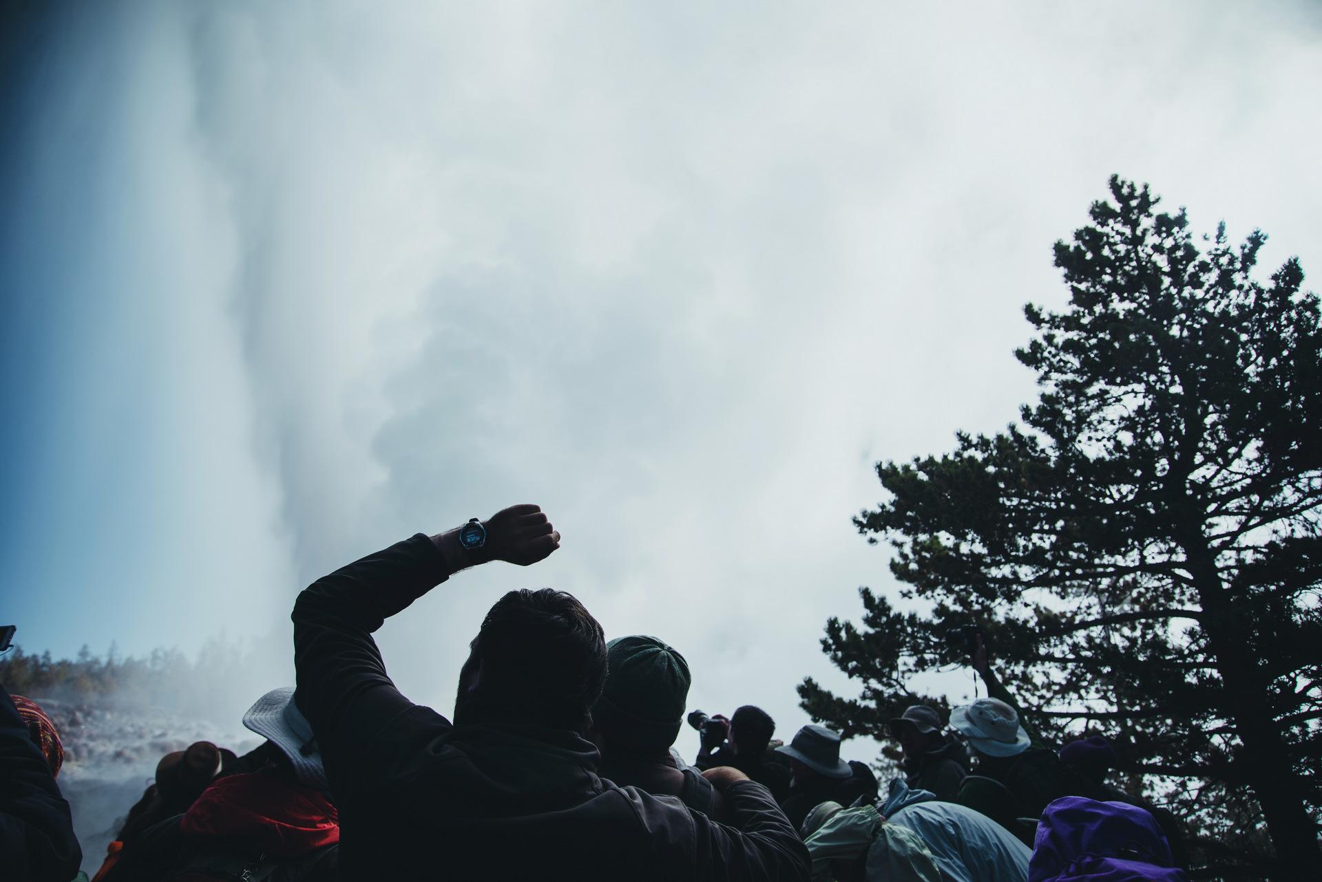 erupcja gejzeru yellowstone