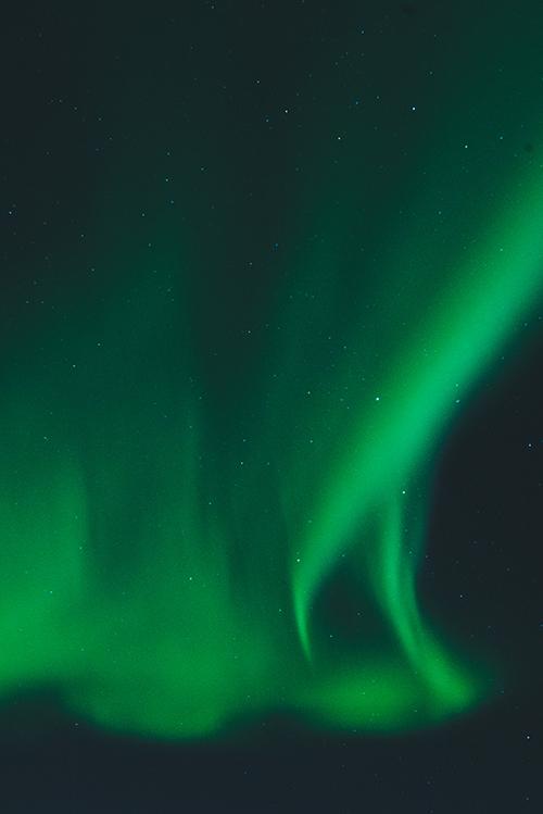 Zorza polarna w Norwegii. Ona tu jest i tańczy dla mnie.