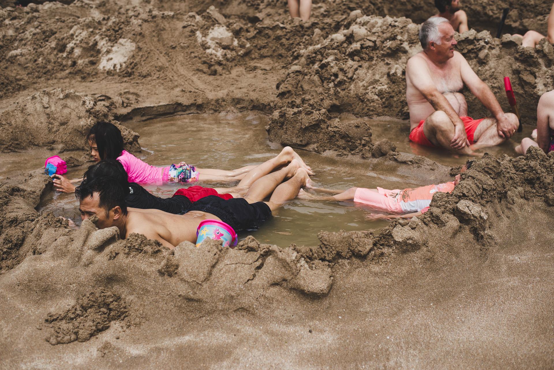 plaża z goracą wodą nowa zelandia